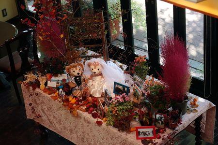 秋の結婚式、11月、紅葉の装花。    登山が趣味というお二人の、   リクエストは、 「秋の山のように」。   紅葉や実ものを...