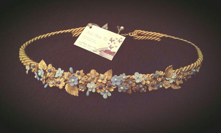 Cinturon flores de porcelana en dorado y azul con cintura de cordon de seda dorado