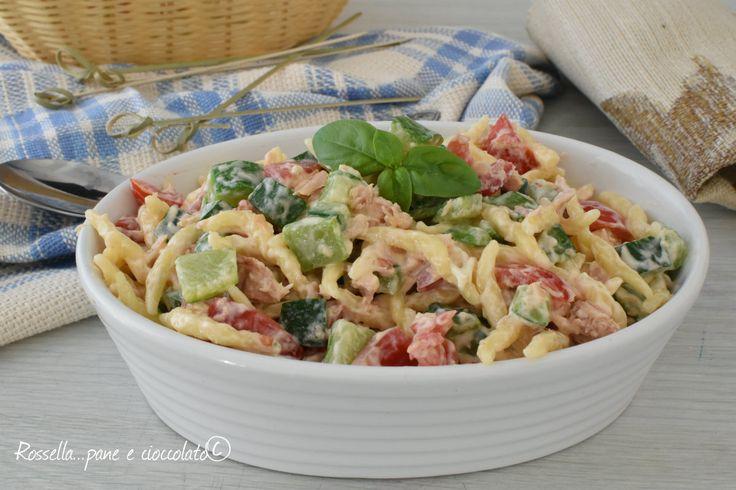 La Pasta Fredda Zucchine Tonno e Philadelphia e' un primo piatto freschissimo perfetto per la spiaggia e comodo da portare nei contenitori.