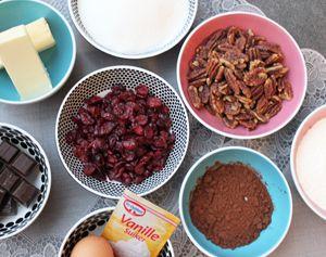 Ingrediënten voor zelfgemaakte brownies met pecannoten en cranberries. Piece of Make!