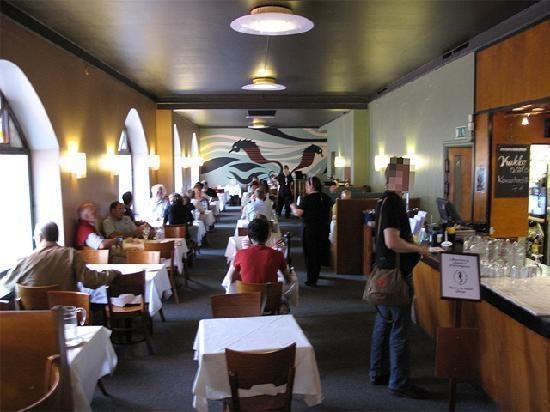 Sea Horse, restaurante. Comida típica finlandesa (e escandinava em geral). Pague antes de comer e escolha um dos pratos.