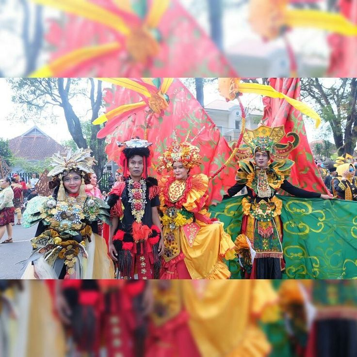 Naah yang masih penasaran seperti apa yang kami kenakan kostum Festival Budaya APEKSI 2017 di Kota Malang kemarin.. Inilah kami dari mahasiswa beda Universitas di Malang pada Squad kostum dari Kota Tarakan. Dari sebelah ujung kanan itu adalah pameran batik khas suku asli Tidung, di sebelah kanan kedua adalah pakaian pernikahan adat Tidung, bagian saya adalah kostum tentara ala PD II (Zaman Jepang pertama kali mendarat di Tarakan) dan di sebelah kiri saya adalah icon ikan pakala khas Tarakan…