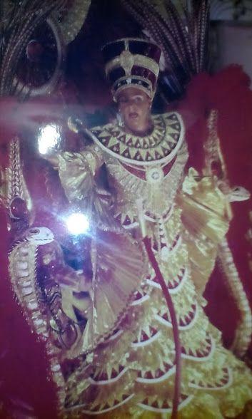 Foto Revista Caras Maria Helena cadar veste Nefertiti - Candaces Carnaval 2007 Salgueiro