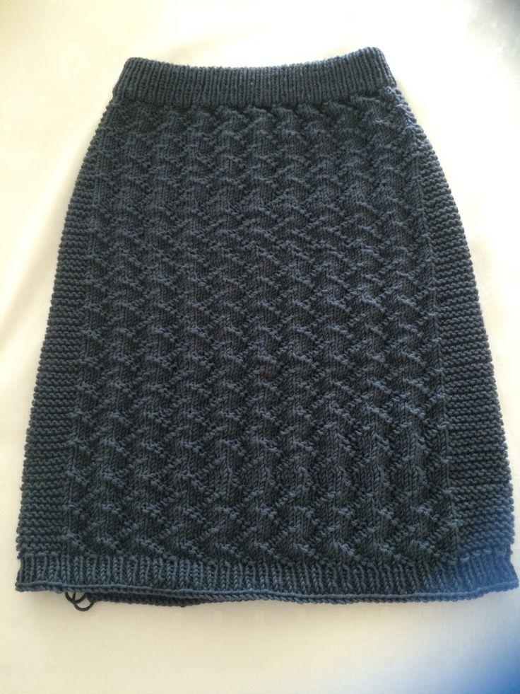 Sikksakkskjørtet strikket i merinoull fra Sandnes