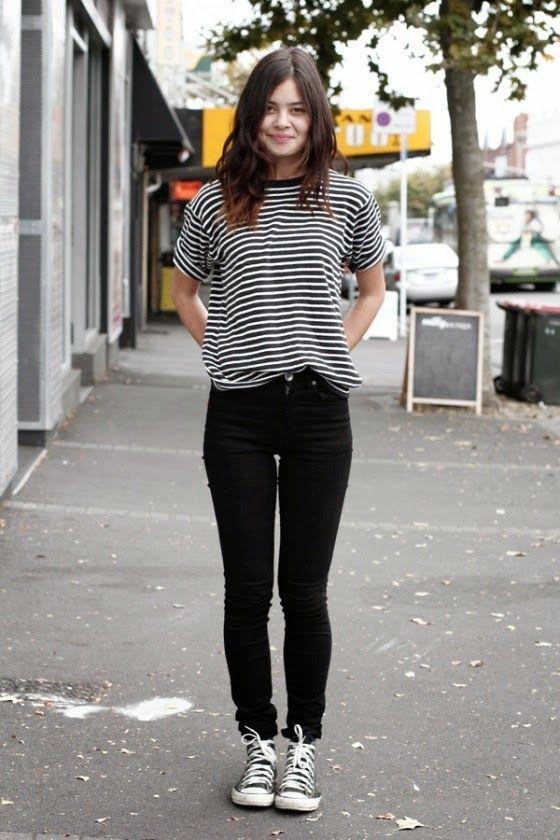 Striped tee, preto e branco, calça preta skinny, all star preto
