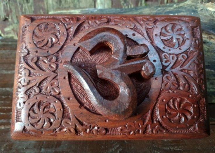 Mooi kistje met Ohm symbool 🕉