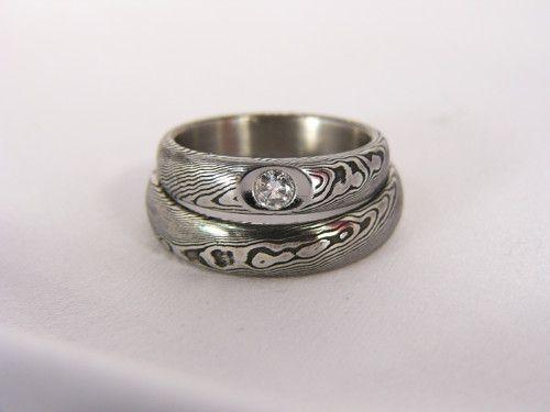 Pár snubních prstenů Miskis z damascénské oceli