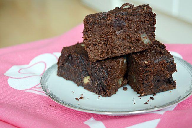 Recept voor gezonde brownies met courgette en havermout. Gezond en suikervrij, precies zoals je je tussendoortje wilt hebben.