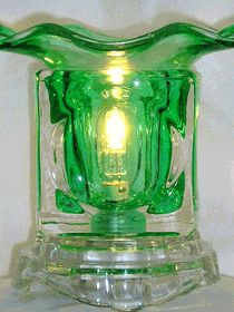 GREEN ICE CUBE Electric Oil Warmer (WM306G) has a dimmer control on a 5' cord