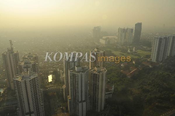 Apartemen Terus Tumbuh  Apartemen yang terus tumbuh di Jakarta, Selasa (30/4/2013). Konsultan properti Research Colliers International Indonesia mencatat pada kuartal pertama 2013 (Januari-Maret) ada penambahan 3.979 unit apartemen di wilayah Jakarta.