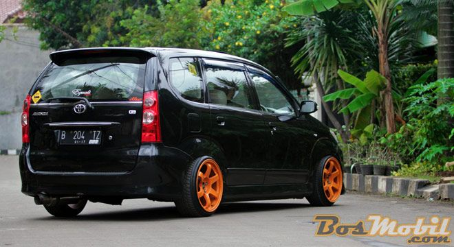 Modifikasi Toyota Avanza Hitam Velg Orange