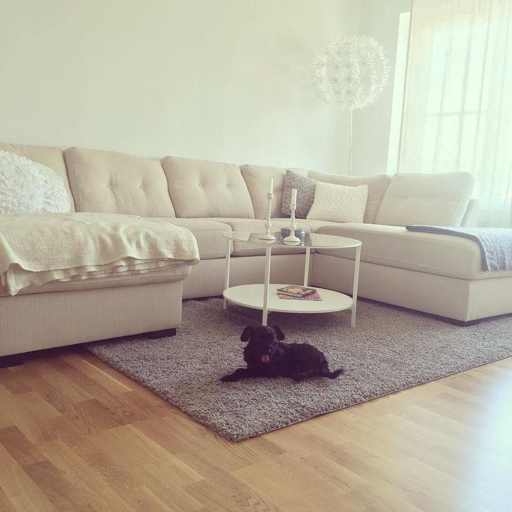 """""""Nytt vardagsrumsbord och en gäspande hund  bloggen är uppdaterad med typ tusen nya inlägg - länk i profilen  #preggo #pregnant #gravidabf2015 #bebis…"""""""