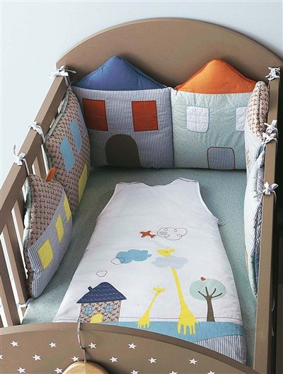 Protector de cuna modulable bordado bebé Casitas, Habitación bebé