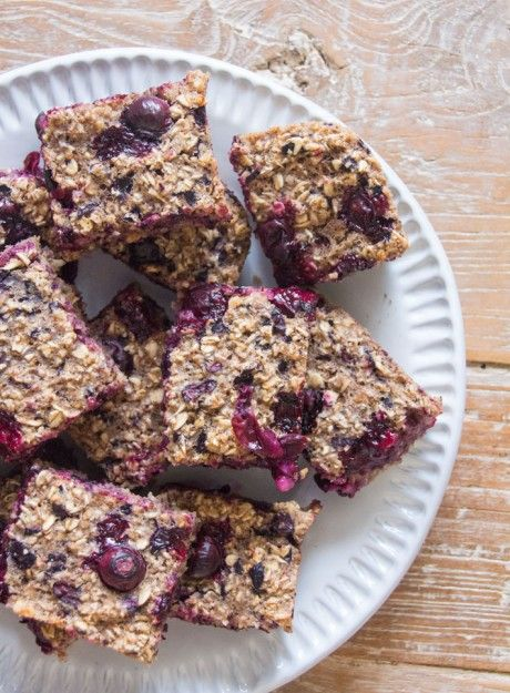 Guest Recipe: Blueberry Porridge Squares | Deliciously Ella Another delicious and completely vegan recipe from our favourite heath obsessed chef Ella Woodward