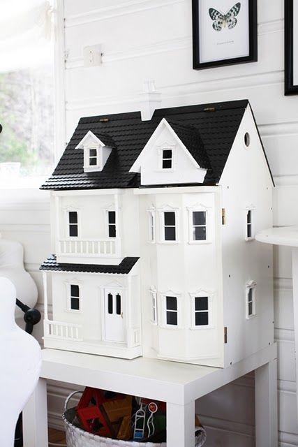 Thinking of painting my daughters doll houses to make them look more modern! #dollhouse