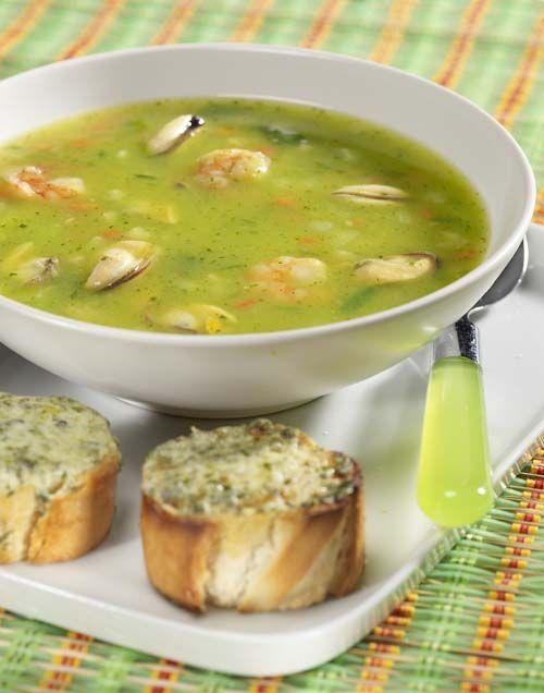 Maaltijdsoep met zeevruchten en kruidenbroodjes
