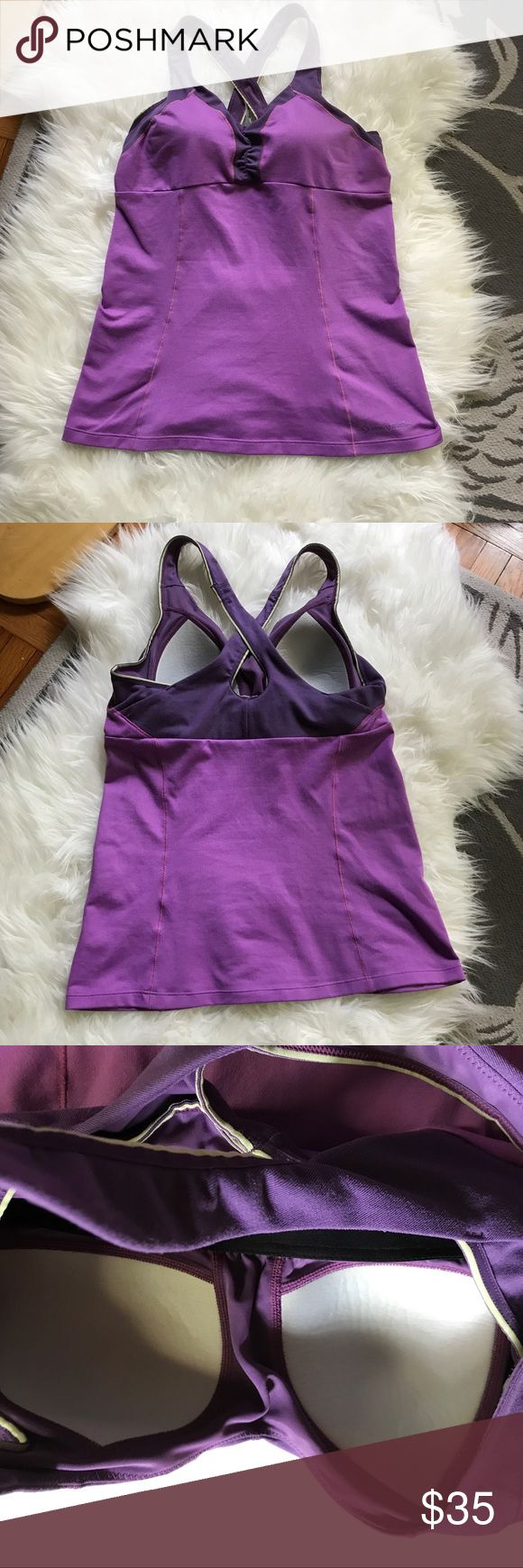 Moving Comfort Built-in Bra Workout Tank S 32a 32b Very good, gently used condition. This company is known for their excellent sports bras. This tank has a built in bra and is sized small-petite with the tag specifying that it will fit a 32a-32b bra size. Offers welcome, no trades. Moving Comfort Tops Tank Tops