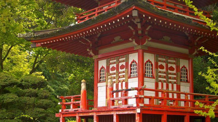 アメリカ • カリフォルニア州 • サンフランシスコ ジャパニーズ ティー ガーデンは、ゴールデン ゲート パーク内にありながら、美と静寂が支配する日本庭園。公共の日本庭園としては、アメリカ最古の歴史があります。