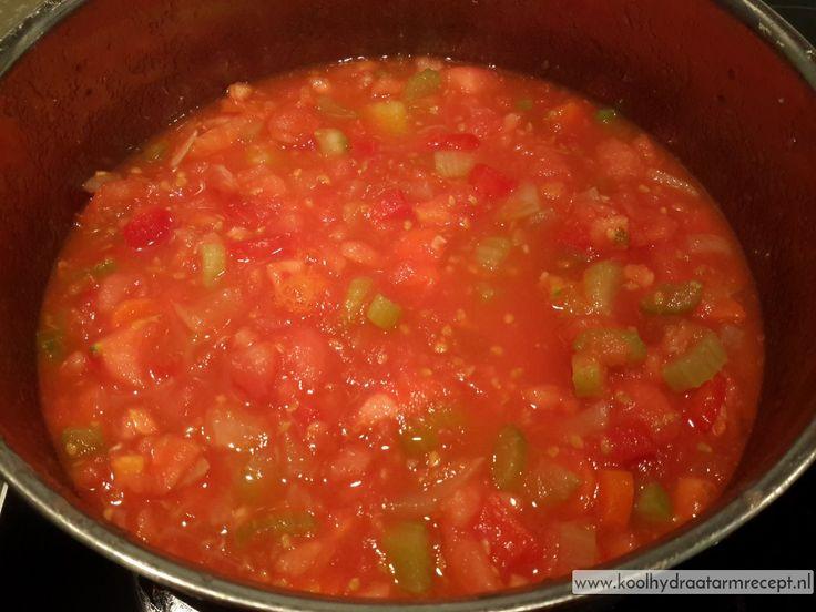 Italiaanse tomatensaus, saus inkoken
