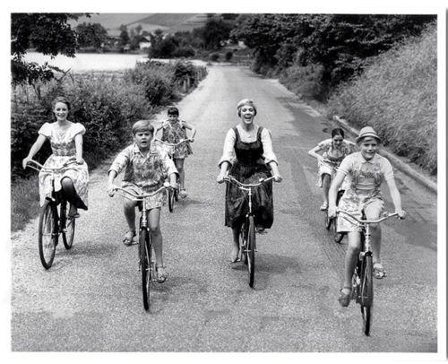 "Julie Andrews, Charmian Carr, Nicholas Hammond, Duane Chase, Angela Cartwright, Debbie Turner and Kym Karath ride bikes. And sing ""Do-Re-Mi.""    Tags: The Sound of Music bicycle Do-Re-Mi Robert Wise Twentieth Century Fox 1965 Julie Andrews"