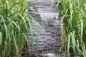 """Mithilfe des Wasserfall Sets WFS1 von CLGarden möchten wir Ihnen näher bringen was in etwa nötig ist um einen Garten Wasserfall selber zu bauen. Folgender Beitrag dient nur als Anregung und Übersicht, sicher gibt es viele weitere Möglichkeiten. Natursteinwand – Wasserfall selber bauen Wir entschieden uns für die Möglichkeit den Wasserfall direkt in eine """"Natursteinwand"""" einzusetzen und diese dann direkt am Teich aufzustellen. Wichtig dabei ist das alle verwendeten Komponenten Wa [...]"""