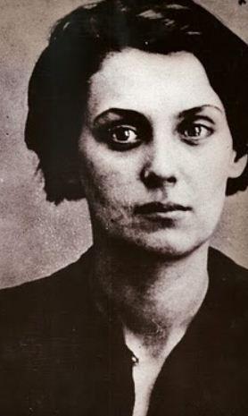 """Rachel Bespaloff (1895,1949) nació en el seno de una familia de intelectuales judíos. En 1919 se instaló en Paris, donde frecuento al filósofo Léon Chestov, y empezó a escribir bajo el impacto de su pensamiento. En sus ensayos de filosofía, regresa una y otra vez a la cuestión de la belleza dentro de la confusión del mundo. Su obra más significativa es """"De la Iliada"""", comenzada poco antes de la invasión nazi y de emprender su viaje al exilio a EEUU en 1942"""