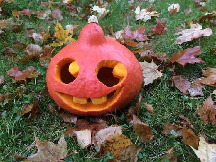 Kurpitsalyhty | lasten | askartelu | syksy | halloween | kurpitsa | kaiverrus | lyhty | kynttilä | käsityöt | koti | koriste | DIY ideas | kid crafts | pumpkin | carving | decoration | lantern | candle | Pikku Kakkonen