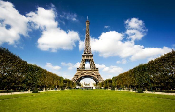 Wieża Eiffla – najbardziej znany obiekt architektoniczny Paryża, rozpoznawany również jako symbol Francji