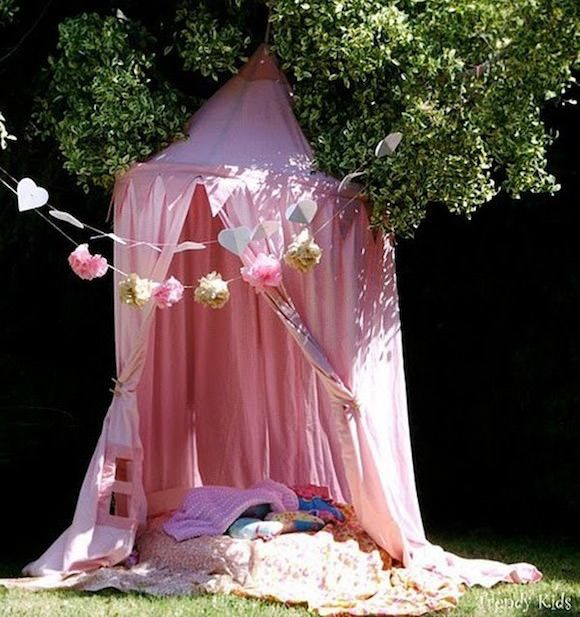 DIY Outdoor Reading Shade Tent for Kids. Or could be used in the corner of her room.
