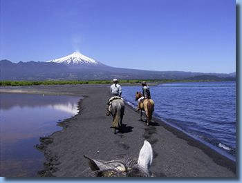 2 Day horse trek Reittour am Trancura, Pucon, Chile