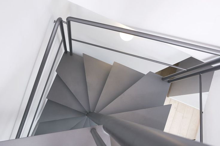 Oltre 25 fantastiche idee su scale a chiocciola su - Scale a chiocciola a pianta quadrata ...