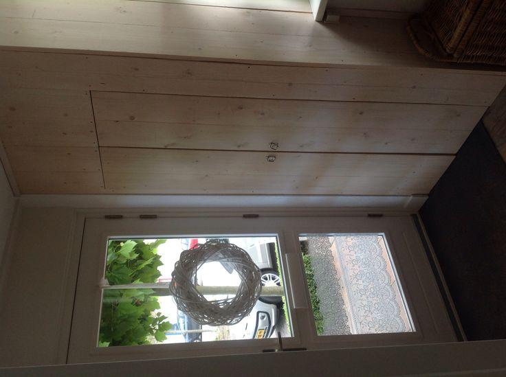 Oude meterkast opnieuw gemaakt met steigerplanken....leuk ;)