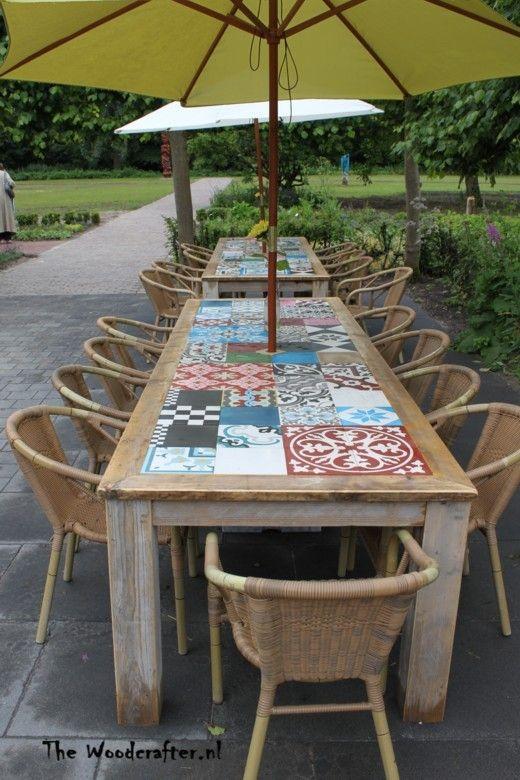 buiten tafel steigerdelen met Portugese tegels