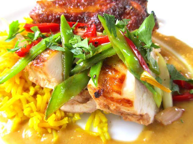 Küchentanz: Blättern im Kochbuch: Indonesisches Grillhuhn, Gelber Reis, Erdnusssauce.                                  Rezept findet ihr über den Link der angegeben ist!