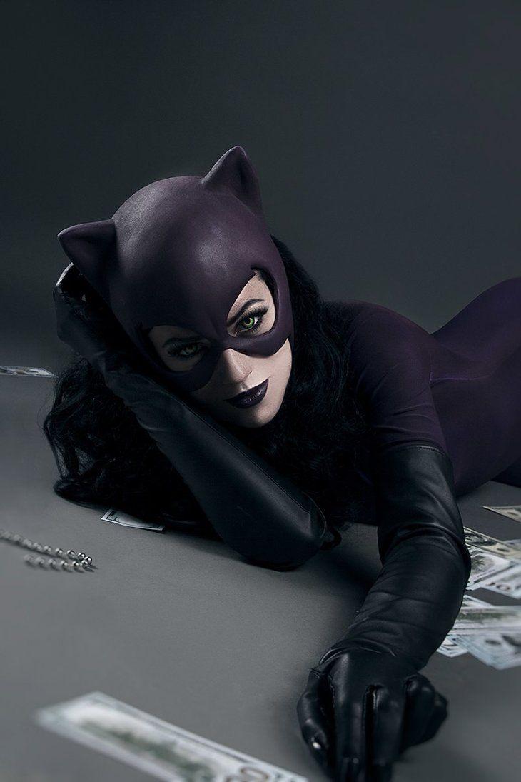 Character: Catwoman (Selina Kyle) / From: DC Comics 'Catwoman' / Cosplayer: Kseniya Beknazarova (aka KamikoZero) / Photo: Daria Kulikova (shproton) (2017)
