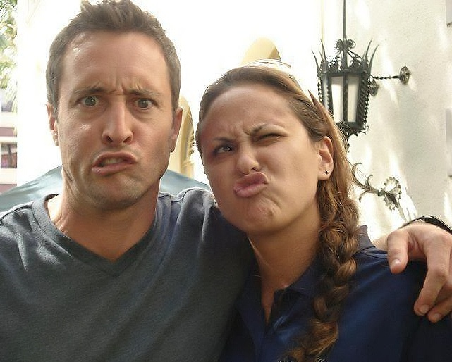 Alex O'Loughlin with guest star Vanessa Minnillo - 01/2011