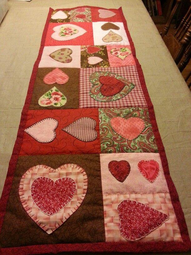 949 best valentine 39 s day images on pinterest free for Diy valentine table runner