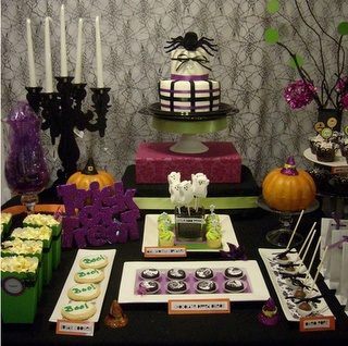 Halloween tabletop: Halloween Parties, Halloween Tablescapes, Holidays Ideas, Creative Design, Parties Ideas, Halloween Ideas, Desserts Tables, Parties Inspiration, Parties Decor