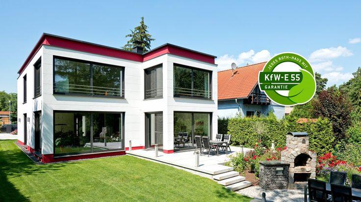 Moderne Häuser | Cubatur (Freie Planung, Putzfassade), Gartenansicht (Jalousien offen), KfW-E 55