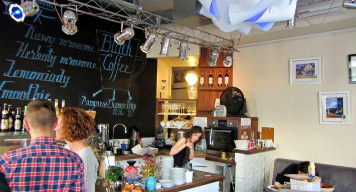 #Restauracja Leniviec, #Warszawa, ul. Poznańska 7. Godz. otwarcia: pon-czw. 9-24, pt.-sob. 9-4, niedz. 10-23. Z #KofiUp wypijesz: #Americano, #Espresso, #Cappuccino, #FlatWhite, #Herbata, #Latte