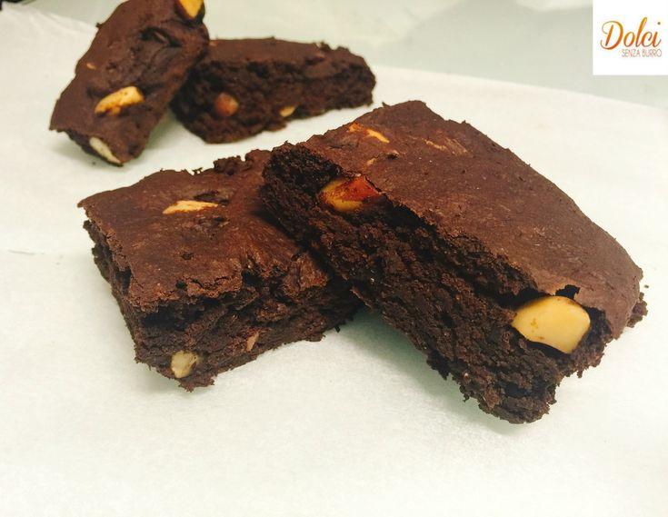 Brownies Vegani, i famosi dolci americani al cioccolato in versione leggera realizzati senza burro e senza uova. Tanto gusto e pochi sensi di colpa!