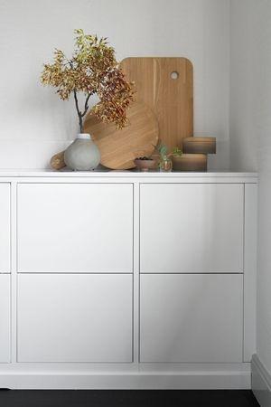 Modernt kök med bra förvaring från Ballingslöv. Köksluckan Bistro i färgen vit - Fredrik Paulún | Ballingslöv