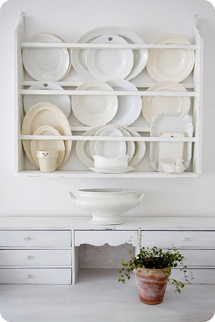I have always wanted a dish rack like this! I'm so intrigued by the idea of treating my beautiful dishes as art that I can enjoy every time I'm in my kitchen, instead of locking them up in a cupboard. Cupboard should be reserved for ugly/messy things! lol