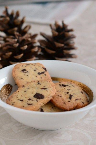 Chokolade ingefær småkager fra Bageglad.dk //// Ginger cookies with chocolate chips