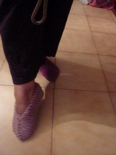 tuto chaussons adulte au tricot sur ce lien : http://pilarcita.canalblog.com/archives/2014/10/25/30833891.html