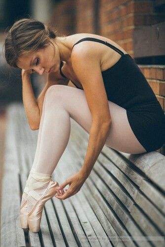 #Ballerina pose moody urban