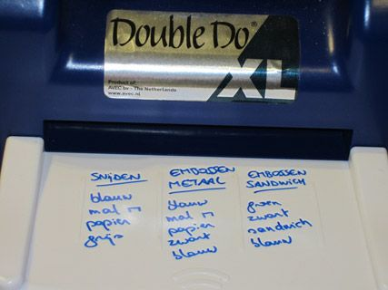 Eén van de duurste, maar ook de meest handige tools die ik gebruik is de Double Do. Het enige wat deze machine doet, is hetgeen je er langs de ene kant in stopt er langs de andere kant weer laten uitk