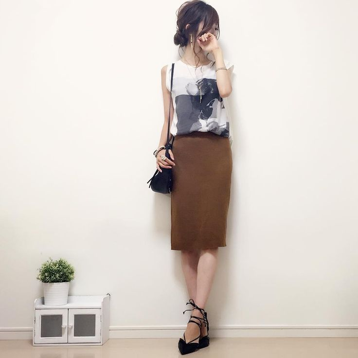 #今日のコーデ ☺︎♪ ミラノリブのタイトスカートにプリントTを合わせてカジュアルな雰囲気に。 プリントT着るの久しぶりで、なんだか新鮮^ω^♪ 本日新作アクセサリー数点をギャラリーにアップしました♡ まだまだ作りたいデザインがたくさん。 早くかたちにしたいなー(´ω`)♡ skirt#しまむら tops/bag/shoes#zara  #handmadeaccessory#fashion#outfit#style#code#accessory#kurashiru#ponte_fashion#ザラジョ#プリントt#タイトスカート#ミラノリブ#アースカラー#プチプラ#プチプラコーデ#シンプル#シンプルコーデ#コーデ#しまパト#kaumo#ジーユー#gumania#locari