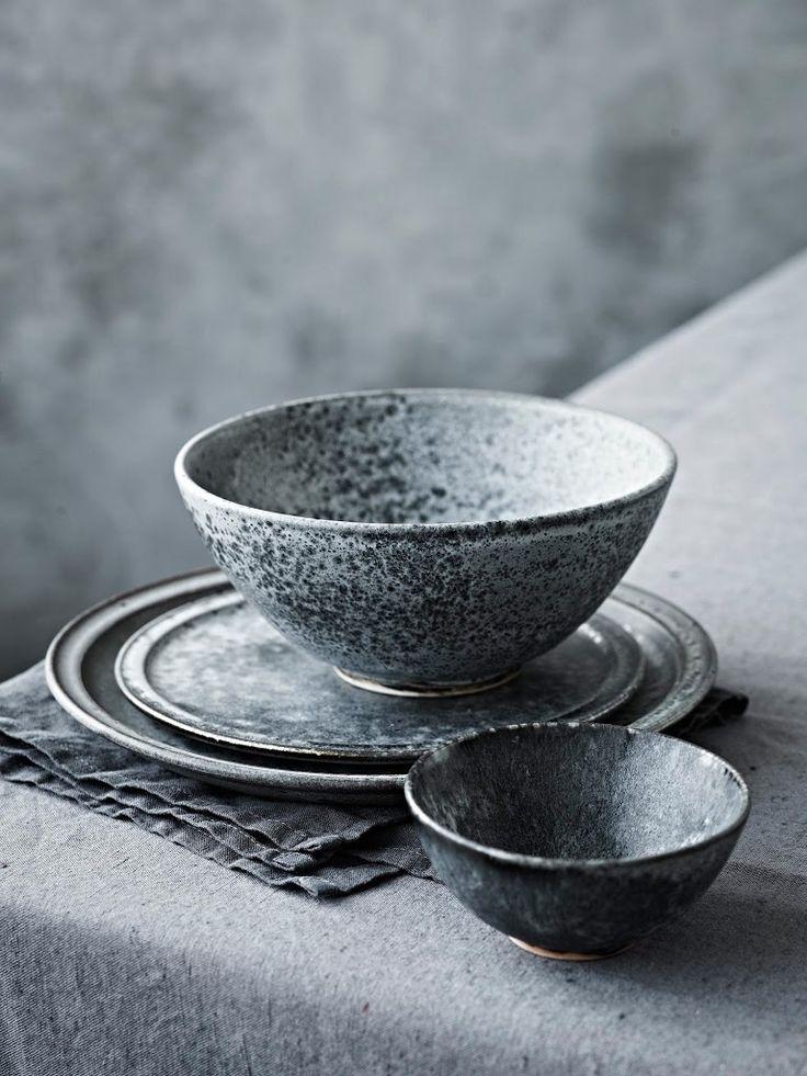Würtz Keramik i grå frost - det forhandles kun ved H. Skjalm P.. ønsker mig flade tallerkener (259-349kr) til servering og 15 cm. skåle (249kr).