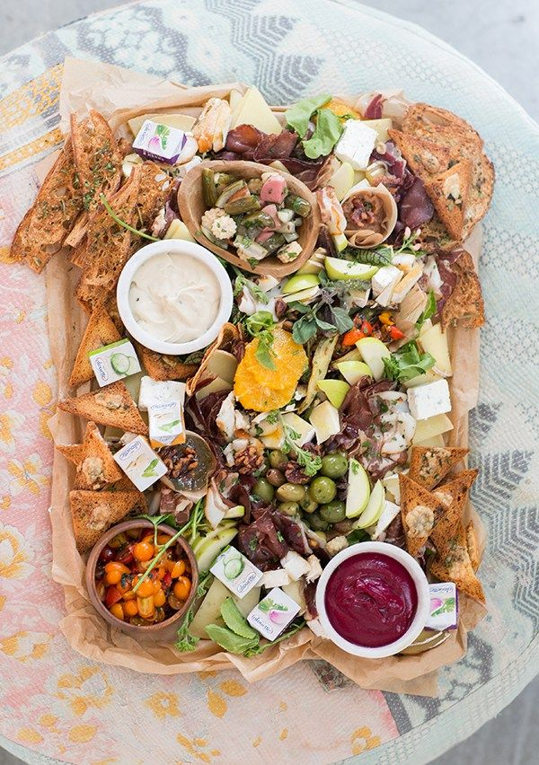 How to Host a Fall Charcuterie Party // Entertaining // Events // Parties // Fall Parties // Appetizers